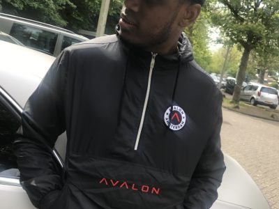 Zefanio in de 'Avalon Windbreaker'