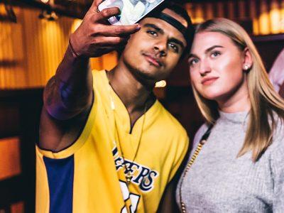 Jasha Rudge maakt altijd even tijd voor een selfie met zijn fans!