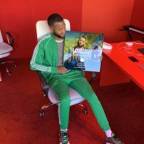 Jay neemt gouden plaat 'Rauw' in ontvangst